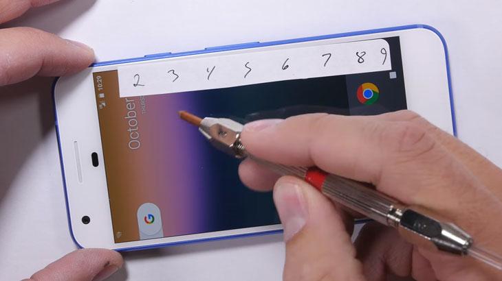 Video: Pogledajte kako Google Pixel podnosi grebanje, vatru i savijanje